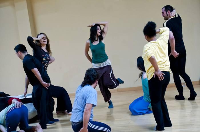 Improlab Danza y Escultura. Enacción Danza: desde la danza Victoria Valdearcos y desde la escultura David Martínez.